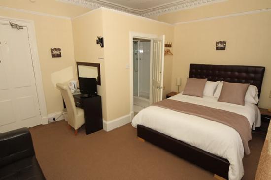Blairdene Guest House : King size en-suite room