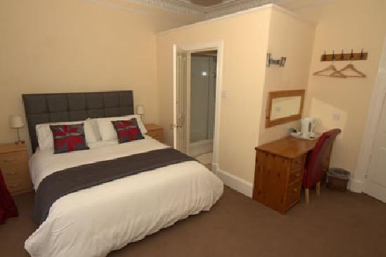 Blairdene Guest House : King size en-suite