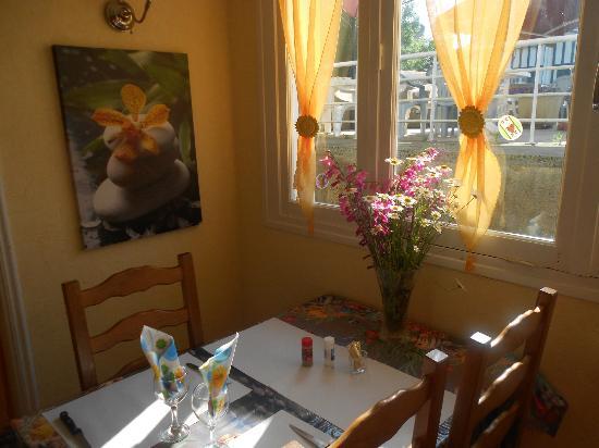 Hotel Les Kakis : SALLE A MANGER