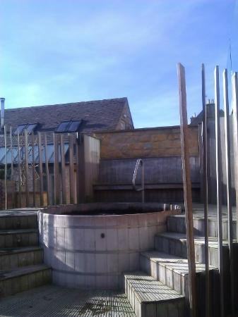 Feversham Arms Hotel & Verbena Spa: Feversham Spa outdoor Hot tub