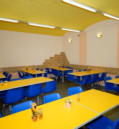 Westend City Hostel: Breakfastroom