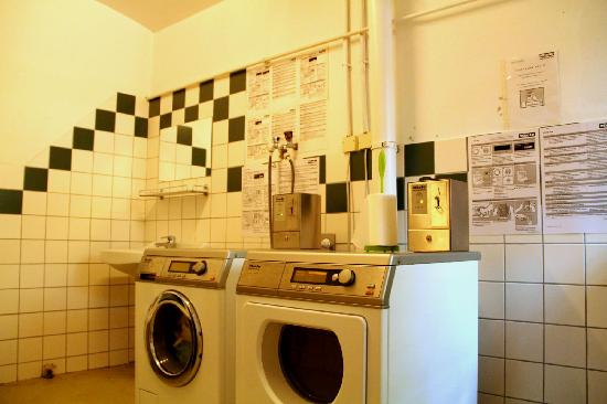 Westend City Hostel: laundry room