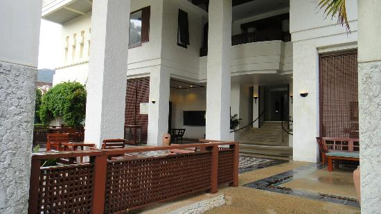 Waterfront Suites Phuket by Centara: The service apartment lobby area, next to the pool.