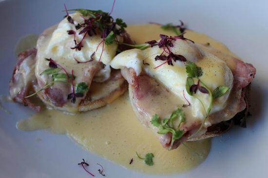Bohemia: Eggs benedict - Gorgeous!