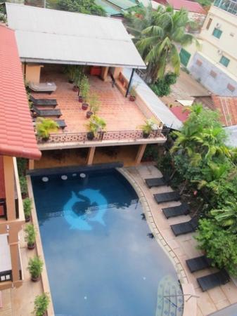 ريثي رين أنجكور هوتل: pool view