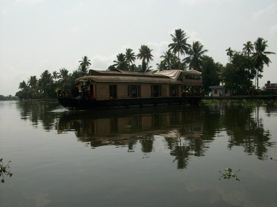 Bella Homestay: A houseboat on the backwaters