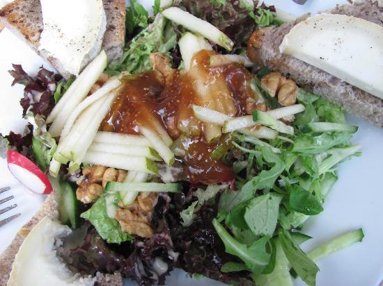 Le Pain Quotidien - de Pijp: Warm goat cheese salad