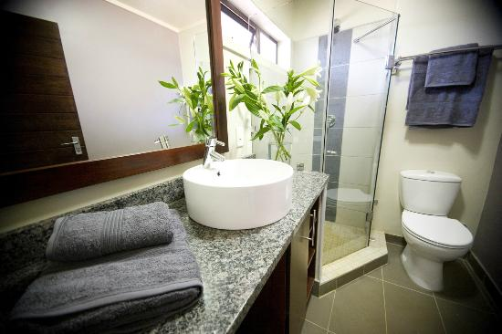 Absolute Farenden Serviced Apartments: Bathroom