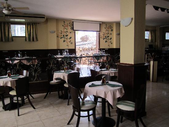 Premier Bar & Restaurant