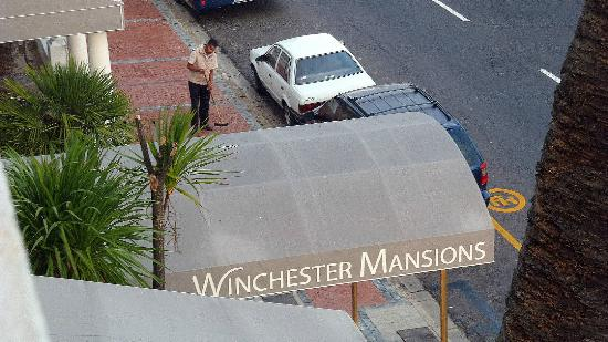 Winchester Mansions: Entrance