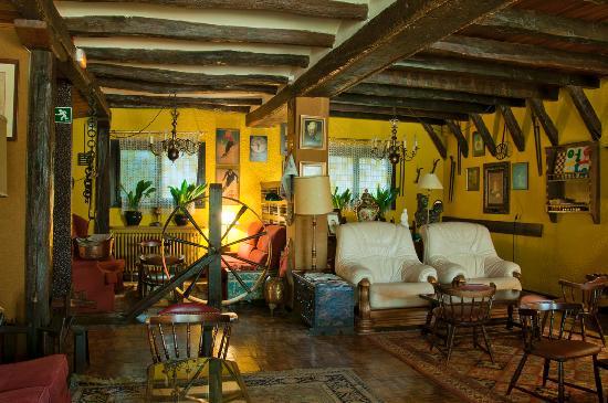 Hotel Eguzki Lore: Rincones del salón