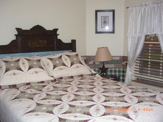 The Doubleday Inn: Super comfy bed