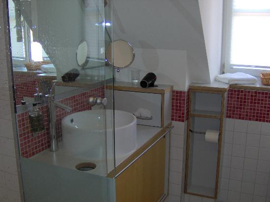 Hotel Nepomuk: bathroom