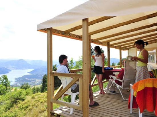 Camping Campéole Le Clos du Lac : terasse MH