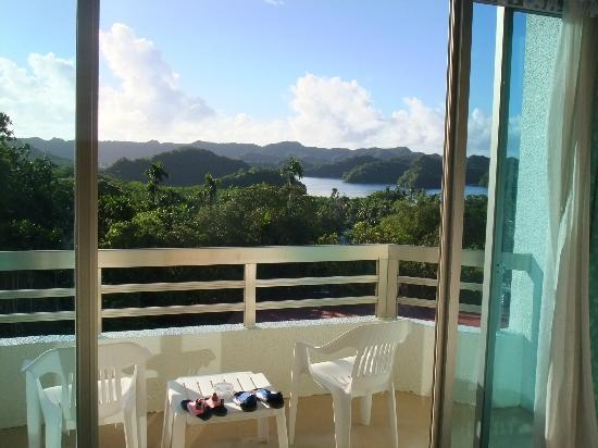 Palasia Hotel Palau: メインストリート越しに海が見えました。