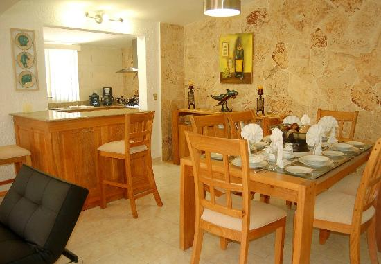 Club Villas Jazmin: dining area in remodeled units