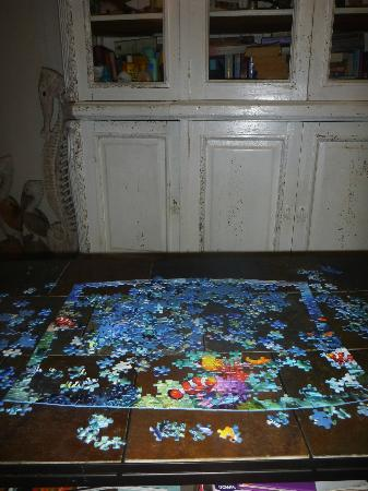 ReefView Apartments: puzzels and books to do at your leisure, GREAT