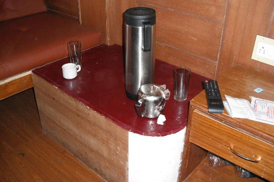 Hotel Darshan Ooty: painted table and water jug, no bottled water available