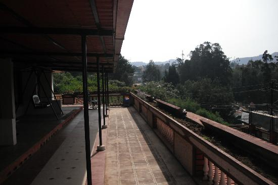 Hotel Darshan Ooty: outside room