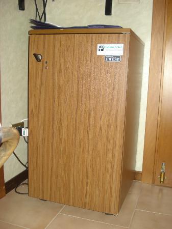 Hotel Europa: questo e' il frigorifero degli anni 70-ta che era in camera