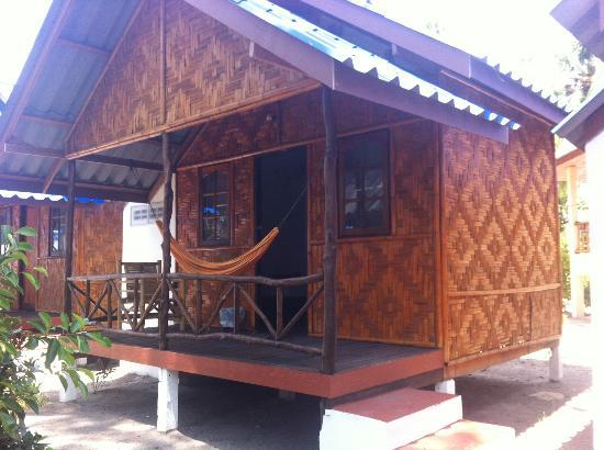 Coco Garden Resort: Our bungalow (twin, fan)