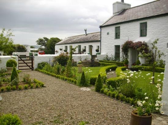 Garden Cottage: Garden/House