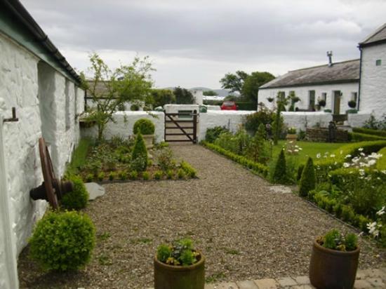 Goldie's Loughan: Garden