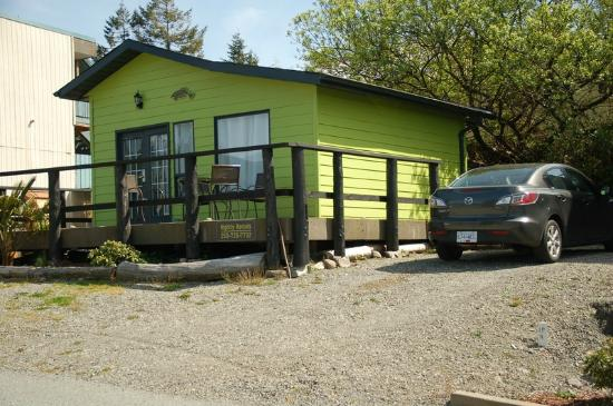 West Coast Motel on the Harbour: The little Green Cottage