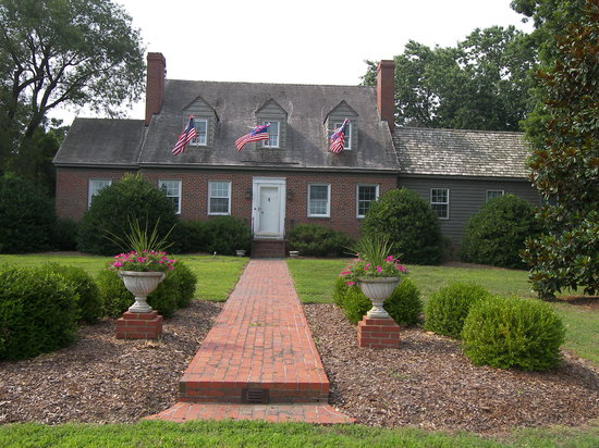 Fleeton Fields Bed & Breakfast: July 4th is always celebrated in Reedville with all the houses decorated, an all American small