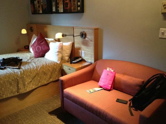 Charlesmark Hotel: room