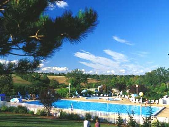 Campeole domaine de combelles rodez france campground for Appart hotel rodez