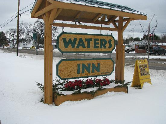Waters Inn: Snowmobile from your door
