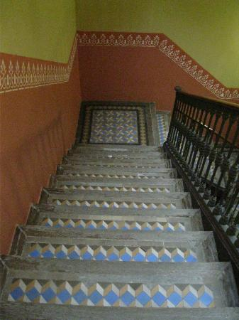 كاتالونيا بورتال دو لانجل: Staircase in hotel