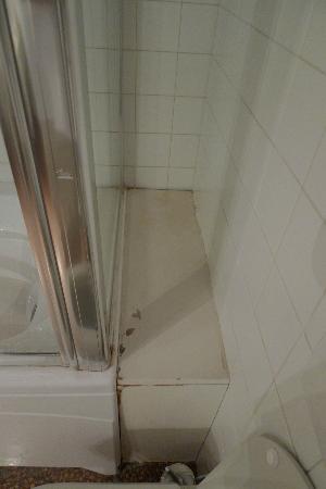 Al Ponte Antico Hotel: Bathroom of room 103