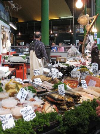 ลอนดอนเออร์บัน แอดเวนเจอส์: Some of the mouth-watering displays at Borroughs Market