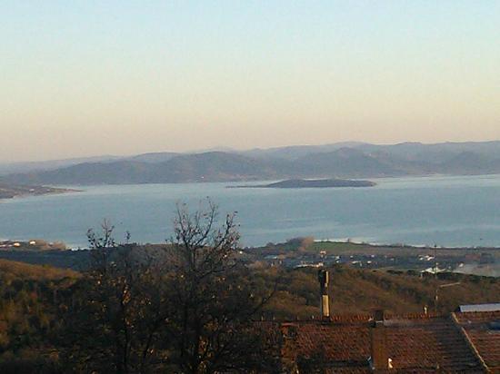 Lisciano Niccone, Italy: Foto panoramica scattata con il telefonino dai pressi dell'albergo