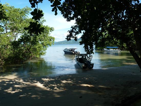 The Village Bunaken: Bay in front of Resort