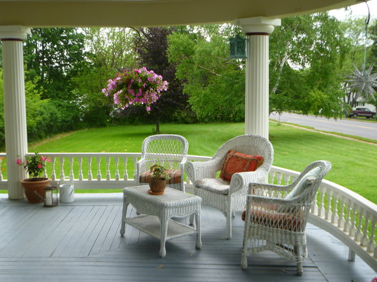 A Stone's Throw Bed and Breakfast: The perfect welcoming veranda