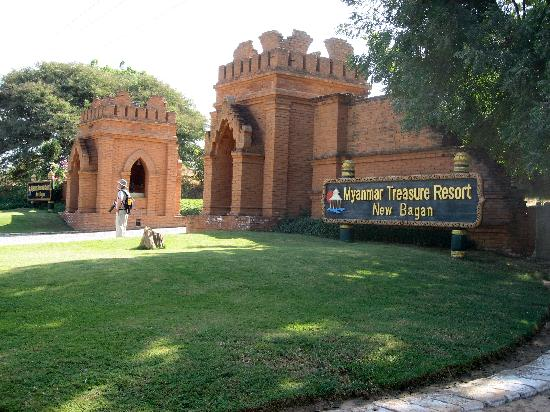 Myanmar Treasure Resort Bagan: Entrance to the Treasure Resort