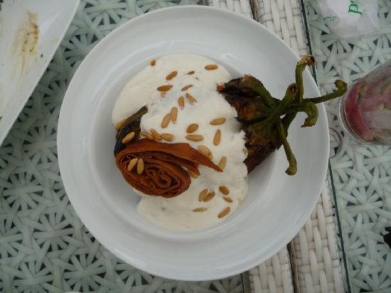 Zabad: Fatteh: Aubergines with yogurt and fried pitta bread