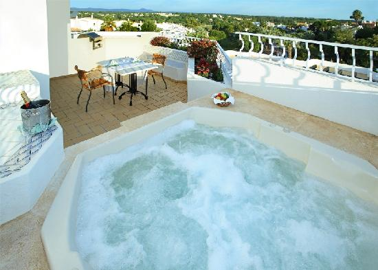Four Seasons Fairways: Private terrace with jacuzzi