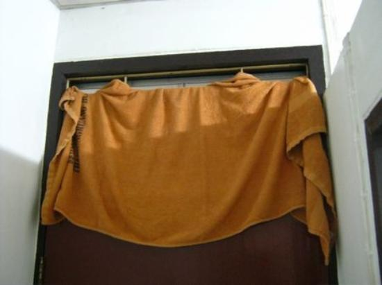 Thairungruang Hotel: Open Door Grill (covered with towel)