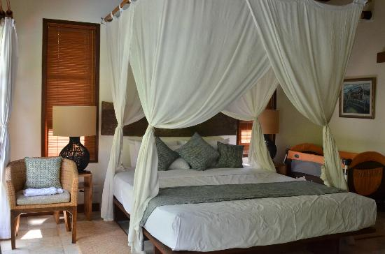 Mango Tree Villas: Master bedroom