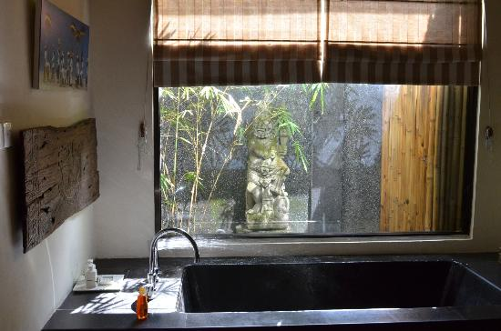 Mango Tree Villas: Bathroom