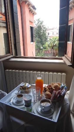 Ca' della Corte: Breakfast brought to our room every morning