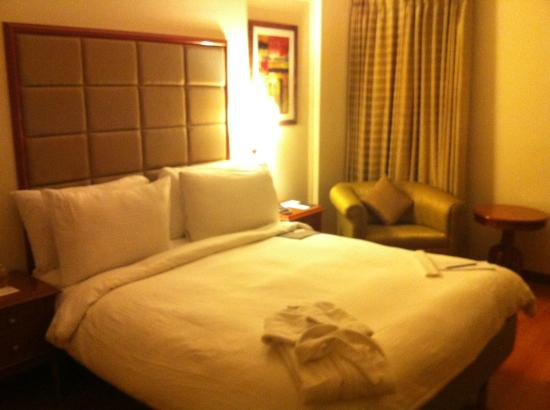 Lemon Tree Premier; The Atrium, Ahmedabad: King bed room