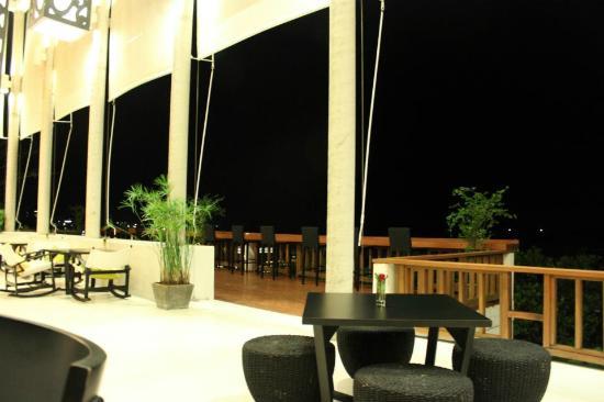 Ratri Italian Bar and Grill: good style restaurant