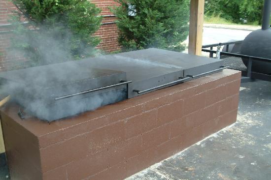Big Sam's BBQ: ALL BLENDED HARWOOD SMOKE