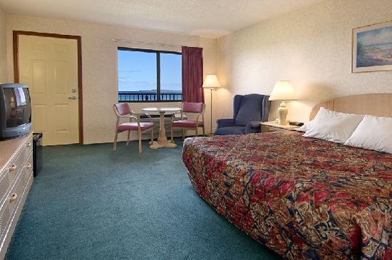 Bavarian Haus Lakefront Inn: King Room