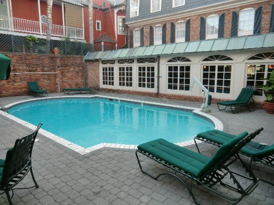 BEST WESTERN PLUS French Quarter Landmark Hotel: Pool im Innenhof des Hotels